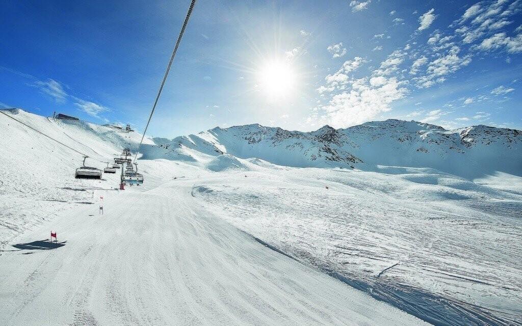 Zimní Alpy zalité sluncem