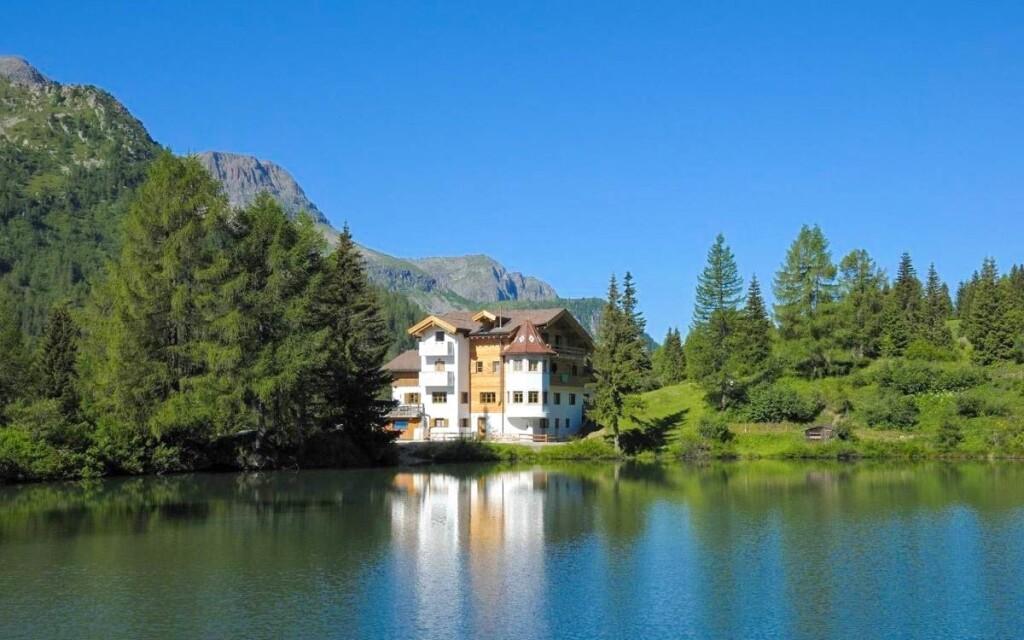 Užite si dovolenku v Hoteli Miralago ***