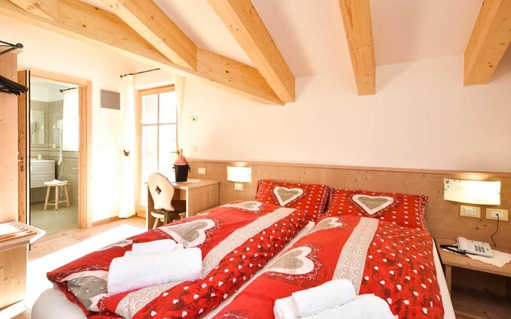 Izba Romantik, Hotel Miralago ***
