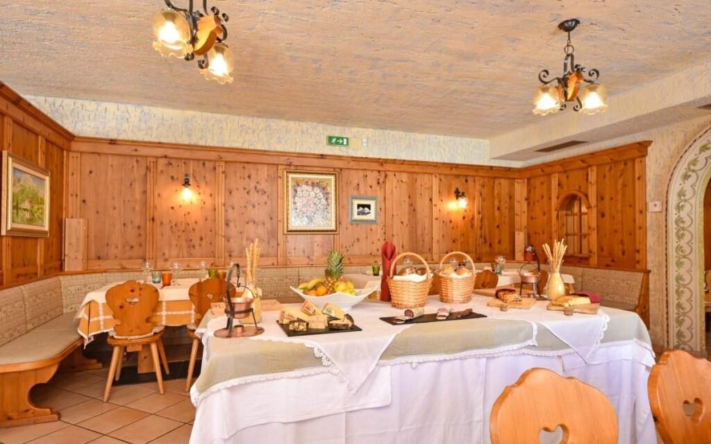 Raňajky formou bufetu v štýlovej reštaurácii