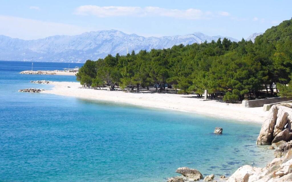 Kúpanie v mori v Chorvátsku - Makarská riviéra