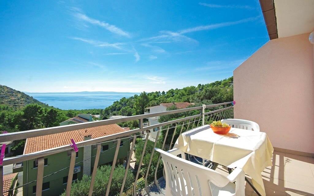 Z balkóna apartmánu uvidíte na more