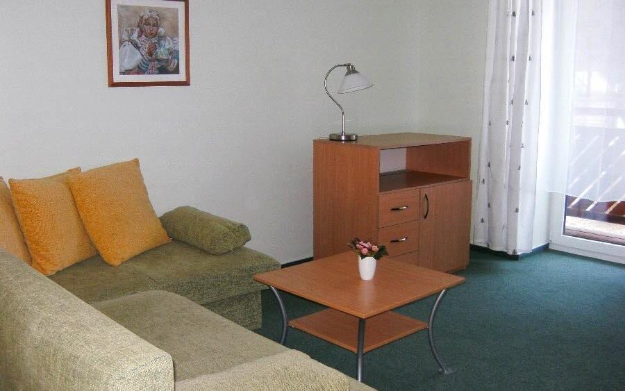 Obývacia izba v apartmáne, Penzión pod Vlkolíncom