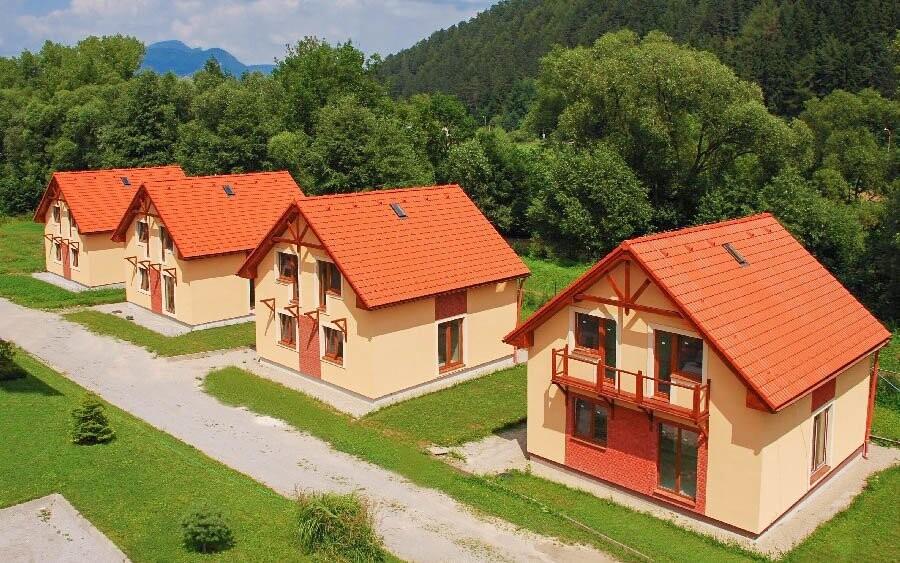 Samostatné domčeky Penziónu pod Vlkolíncom
