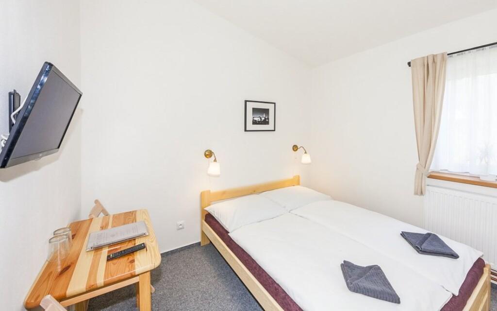Pension ponúka ubytovanie v pohodlných svetlých izbách
