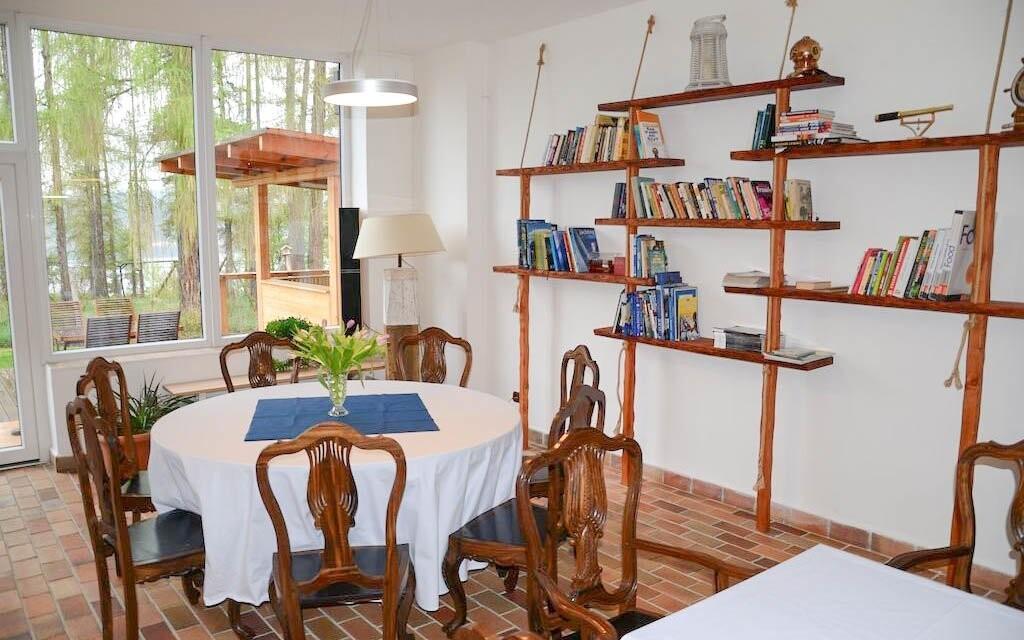 Restaurace je prostorná a stylově zařízená