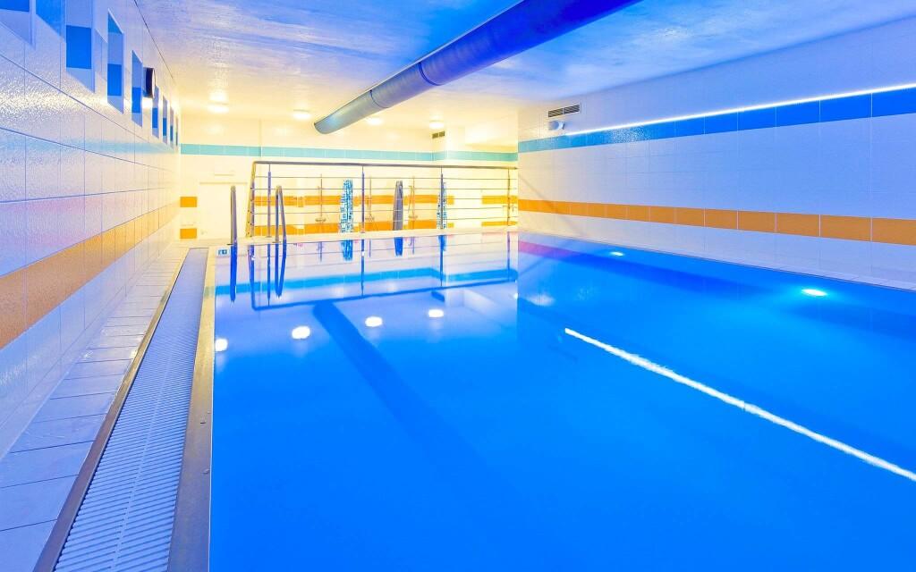 Zaplavate se v bazénu v Lázních Flora Olomouc