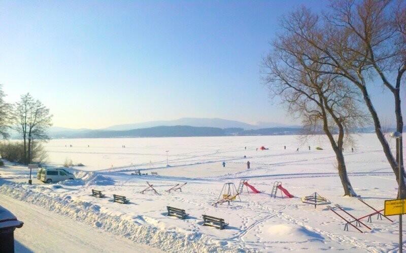 Ubytovani v penzionu, jezero Lipno a Hochficht lyžování se slevou