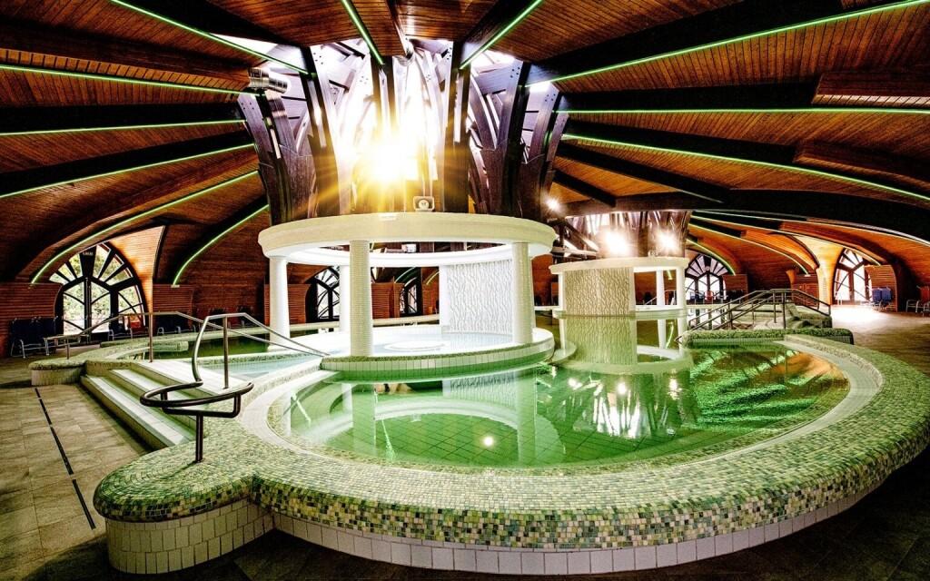 Termálne kúpele Zalakaros sú vzdialené 100 m