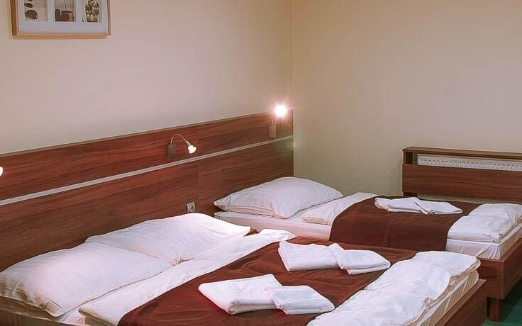 Pokoje jsou moderně zařízeny