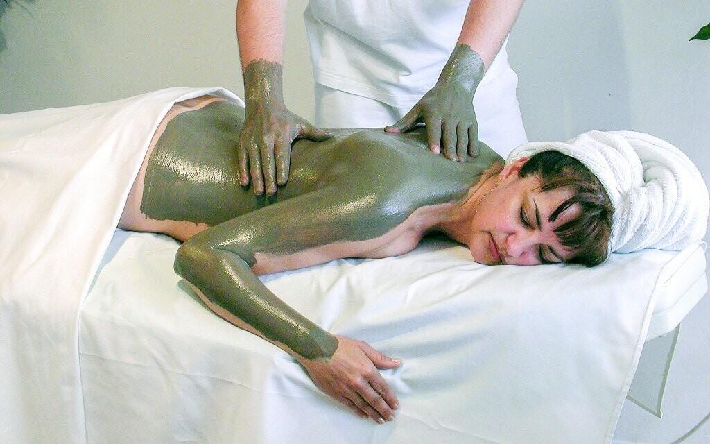 Těšte se na bahenní zábal či masáž zad
