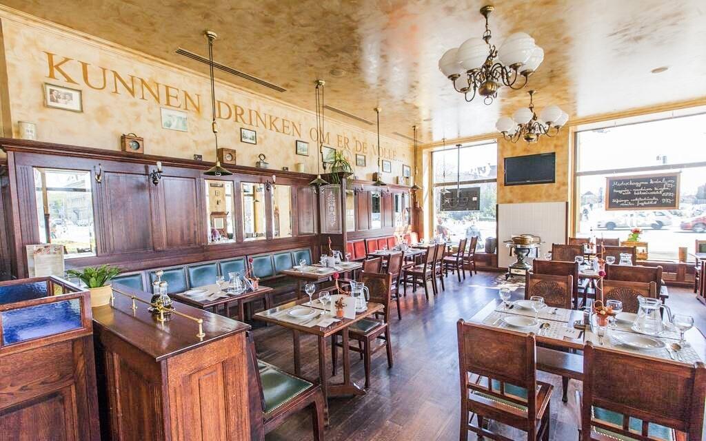 Stylová belgická restaurace a kavárna je součástí hotelu