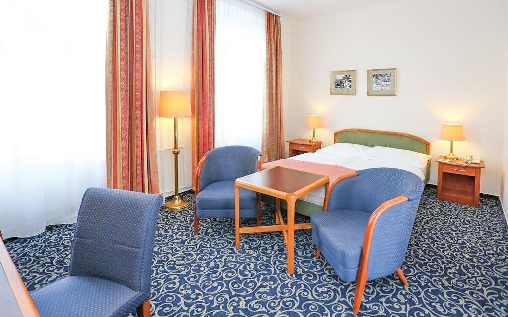Standardní pokoje jsou příjemně zařízeny