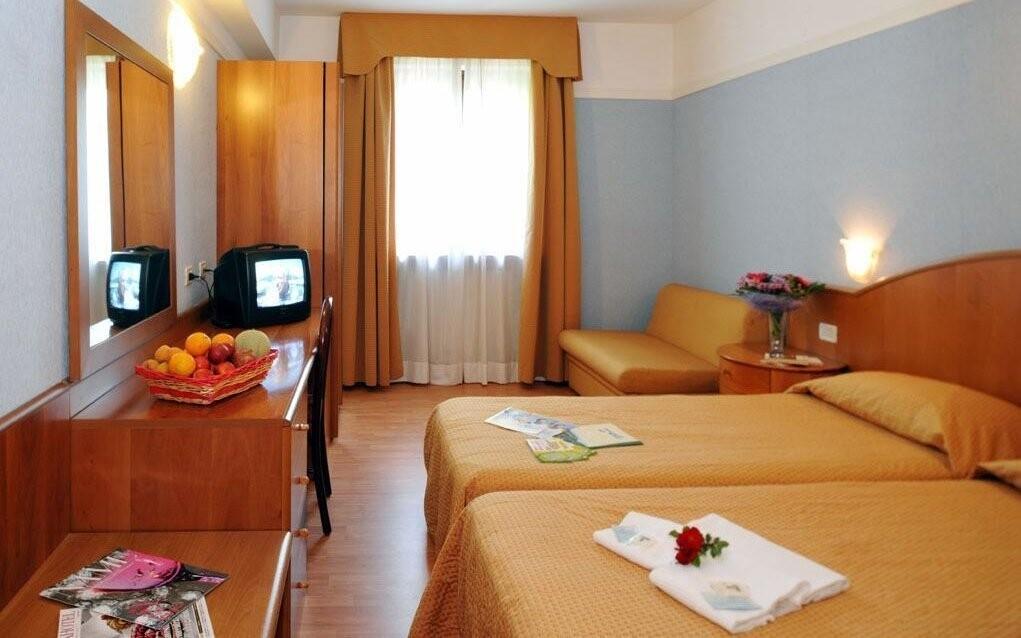 Pokoje hotelu jsou moderně vybaveny