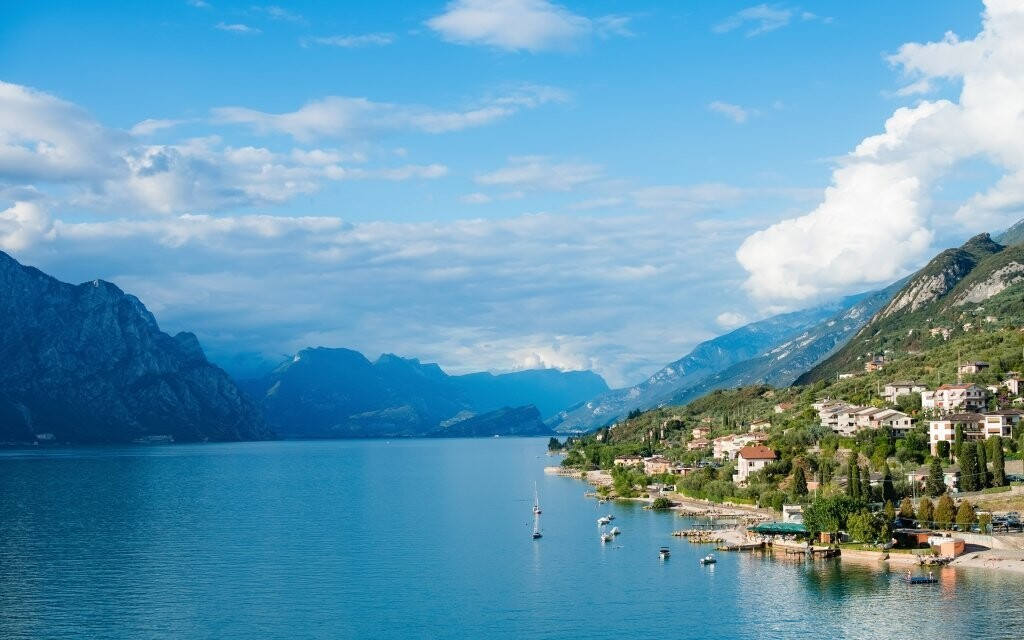 Okolí italského jezera nabízí nevšední podívanou