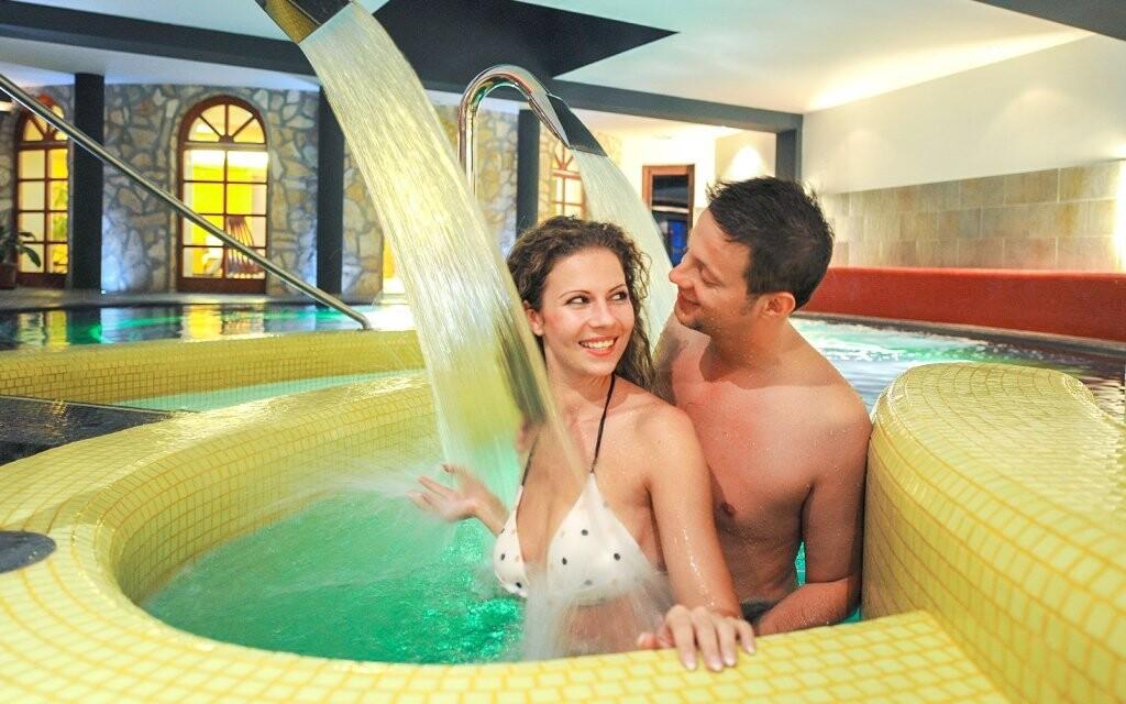 V bazénoch a virivke si skvele oddýchnete