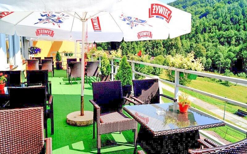Posedět můžete na terase