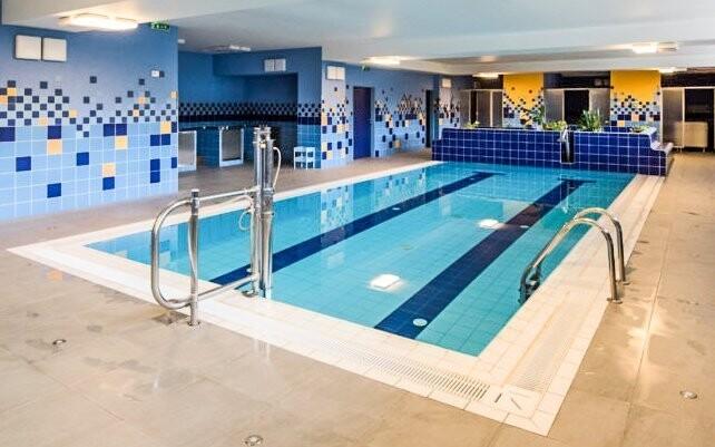 Nechýba plavecký bazén s protiprúdom