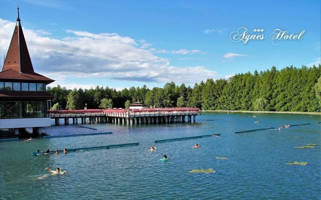 K termálnímu jezeru Hévíz dojdete za chvíli