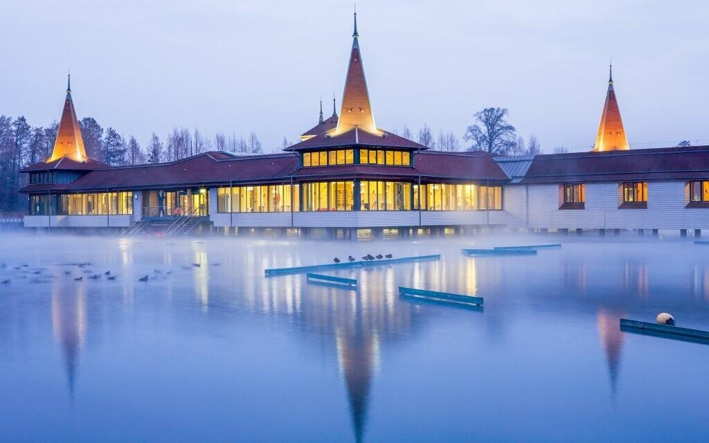 Navštivte oblíbené jezerní lázně Hévíz