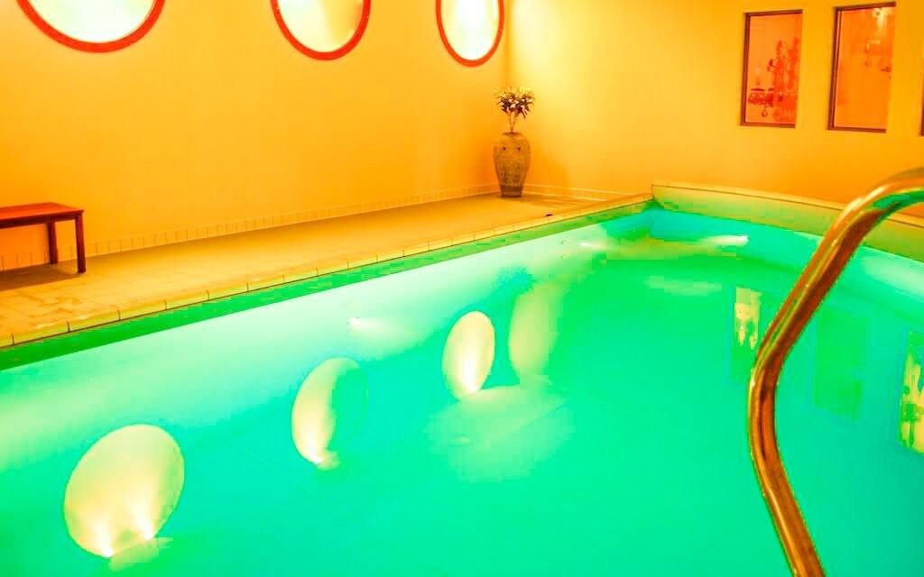 Už se těšíte, až skočíte do bazénu?