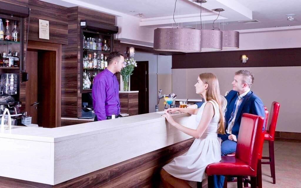 Bar má nabídku 40 různých míchaných nápojů