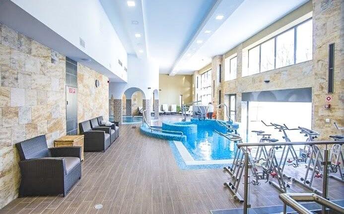 K dispozici je vnitřní i venkovní bazén