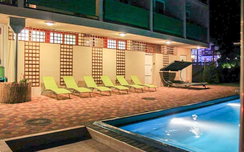 Užijte si hotelový bazén