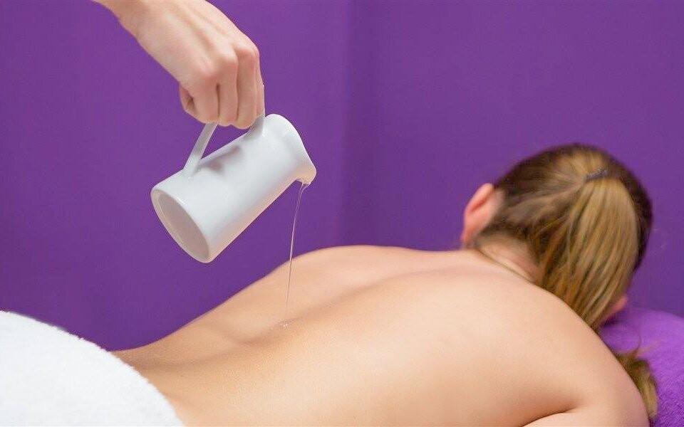 Užijte si masáž šíje chmelovým olejem