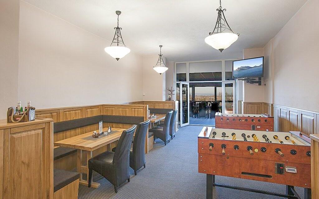 Užijte si restauraci i výhled z prosklené terasy