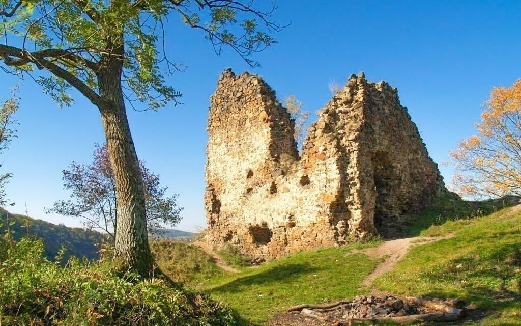 Zřícenina hradu Týřov ze 13. století