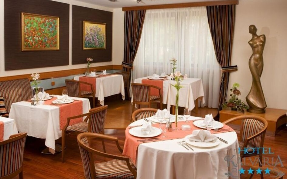 Příjemně sladěné prostory restaurace