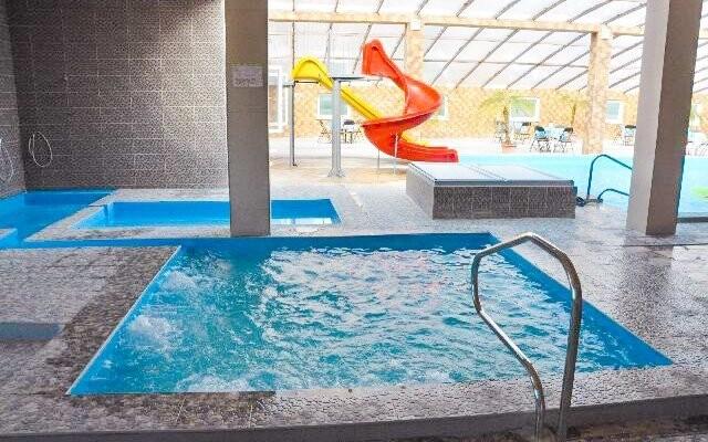 Do bazénu máte během pobytu neomezený vstup