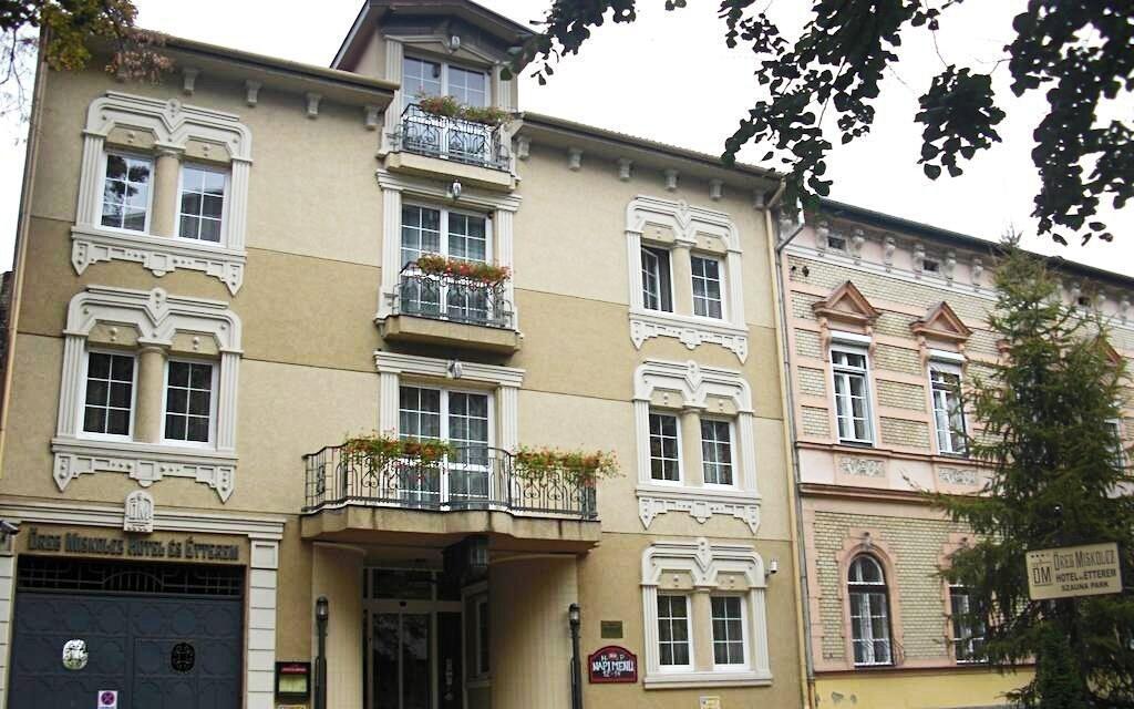 Hotel Öreg leží v centru města