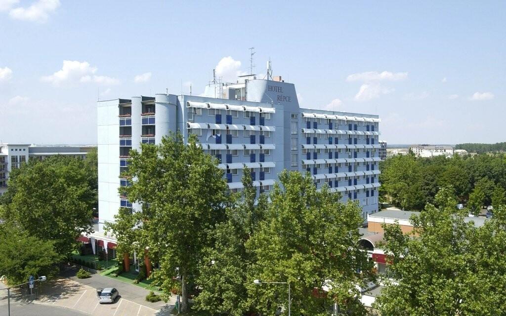 Hotel Répce je přímo propojený s lázněmi