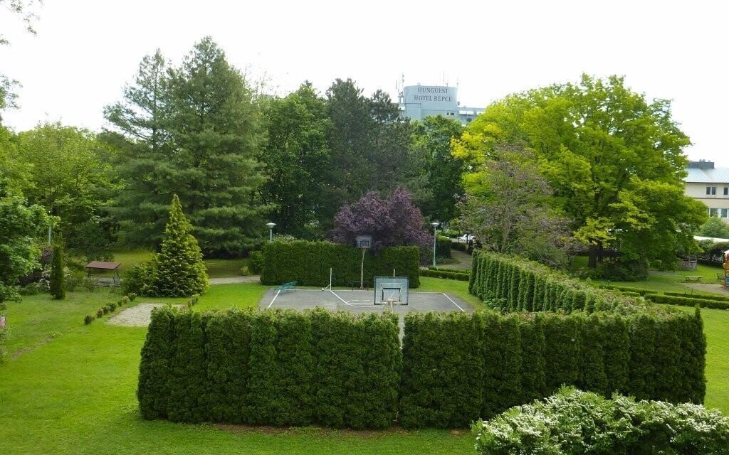 U hotelu najdete i krásný park