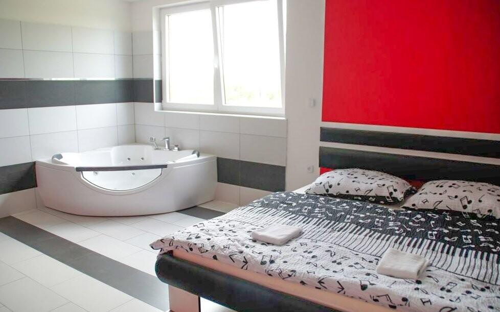Za příplatek si můžete dokoupit pokoj s vířivou vanou