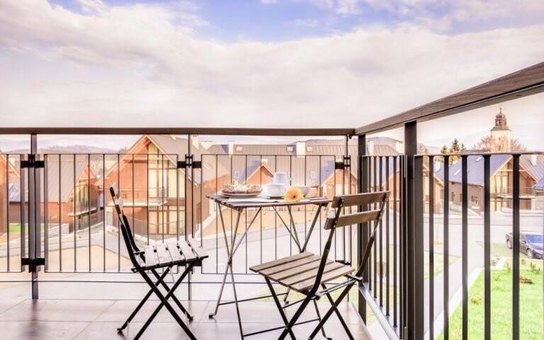 Posedět můžete na balkóně i terase