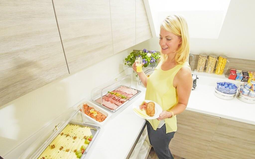 Těšte se na bohaté snídaně s croissanty i čerstvým ovocem