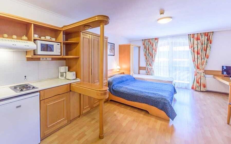 Ubytujete se v apartmánech s vybavenou kuchyní