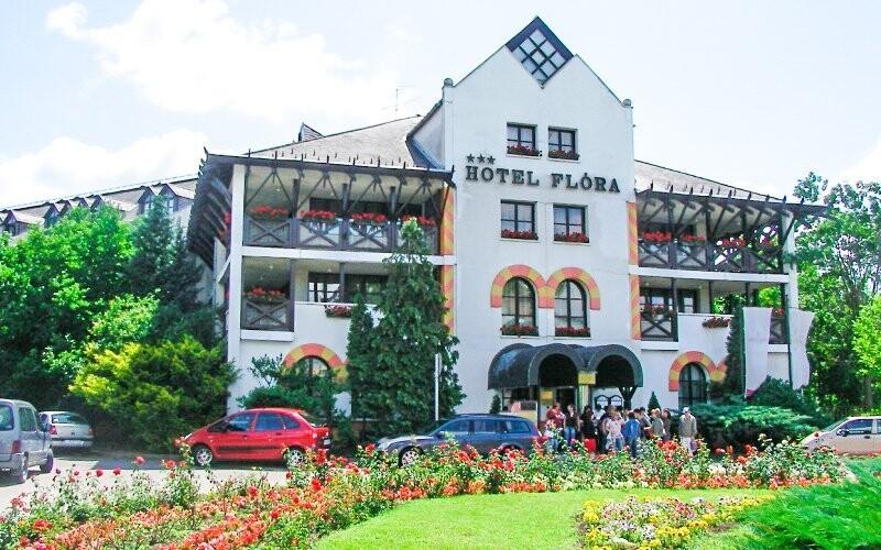 Hunguest Hotel Flóra leží hned vedle termálních pramenů