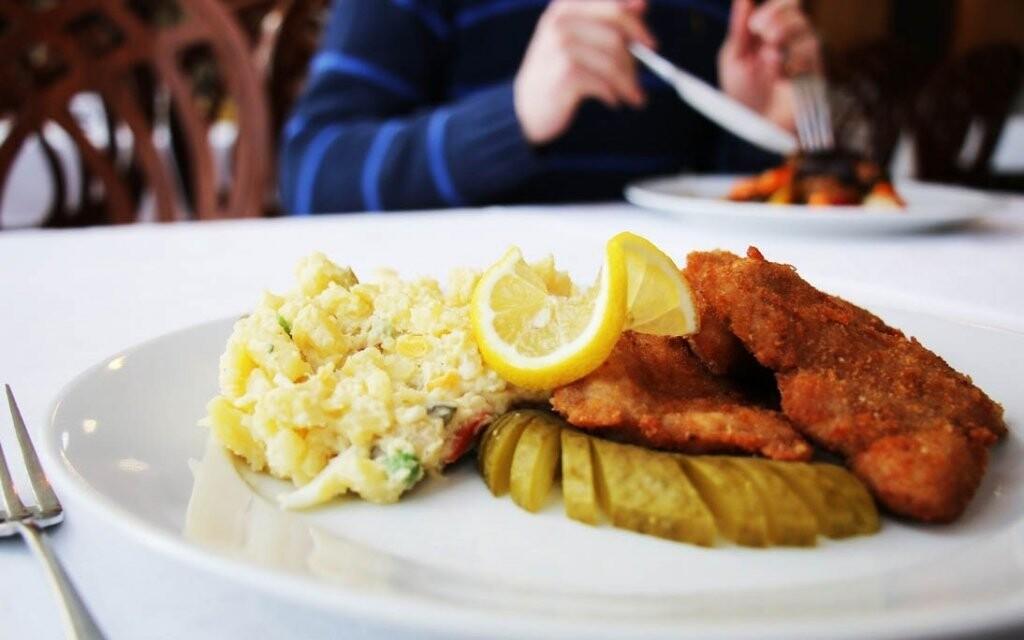 Zastavte se v místní restauraci na tradiční speciality