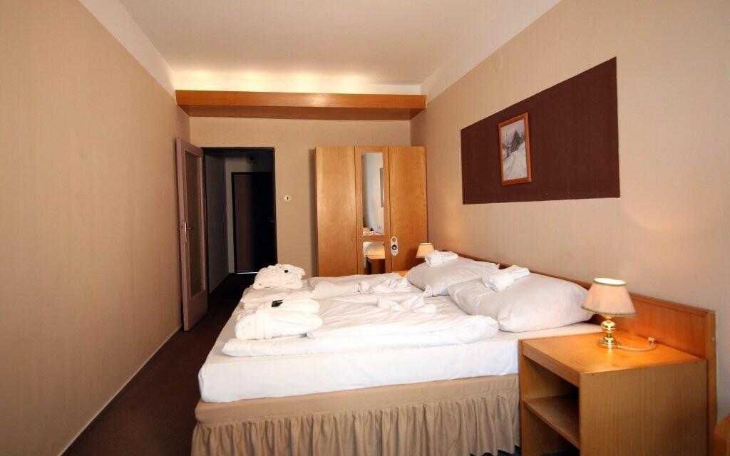 Hotelové pokoje jsou komfortně vybavené