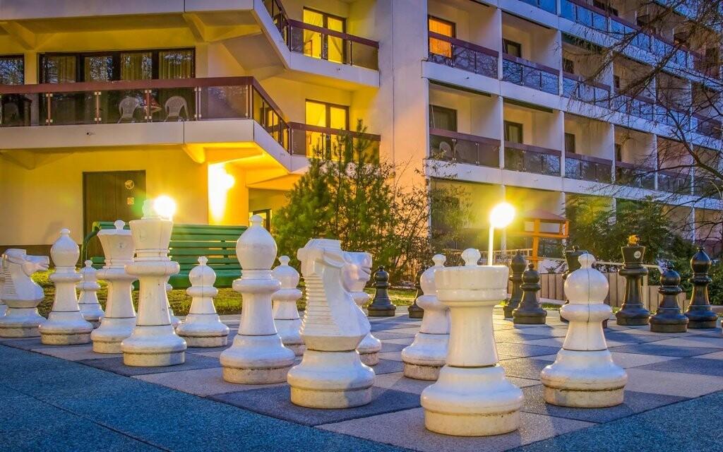 Zahrajte si obří šachy