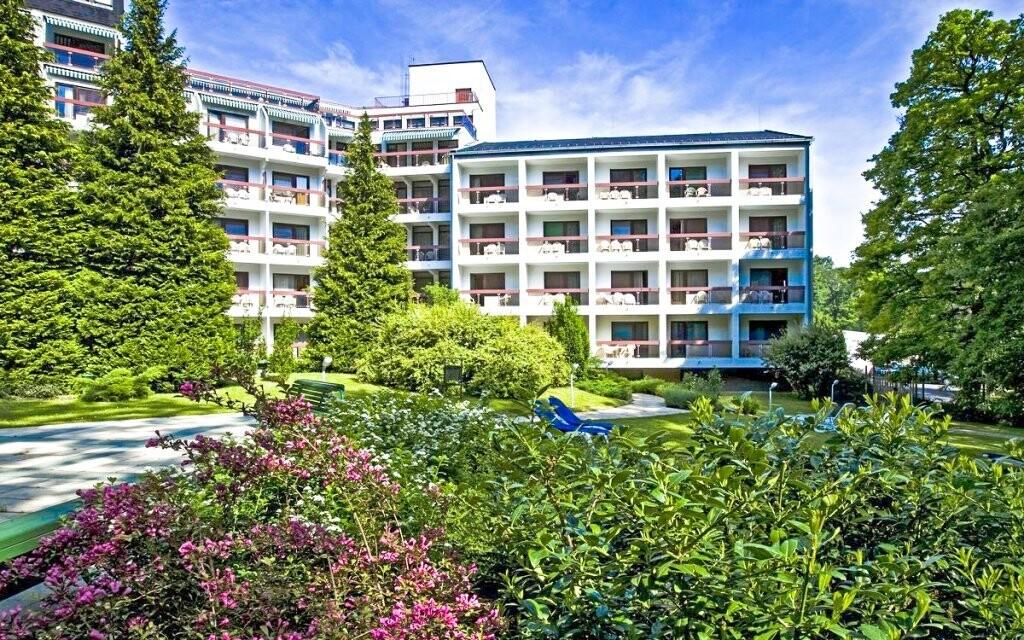 Ubytujte sa v hoteli uprostred lesov