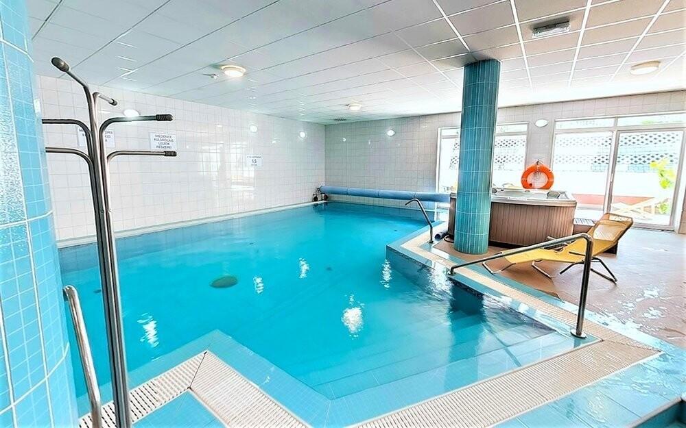 Hotelový bazén má na délku 15 metrů