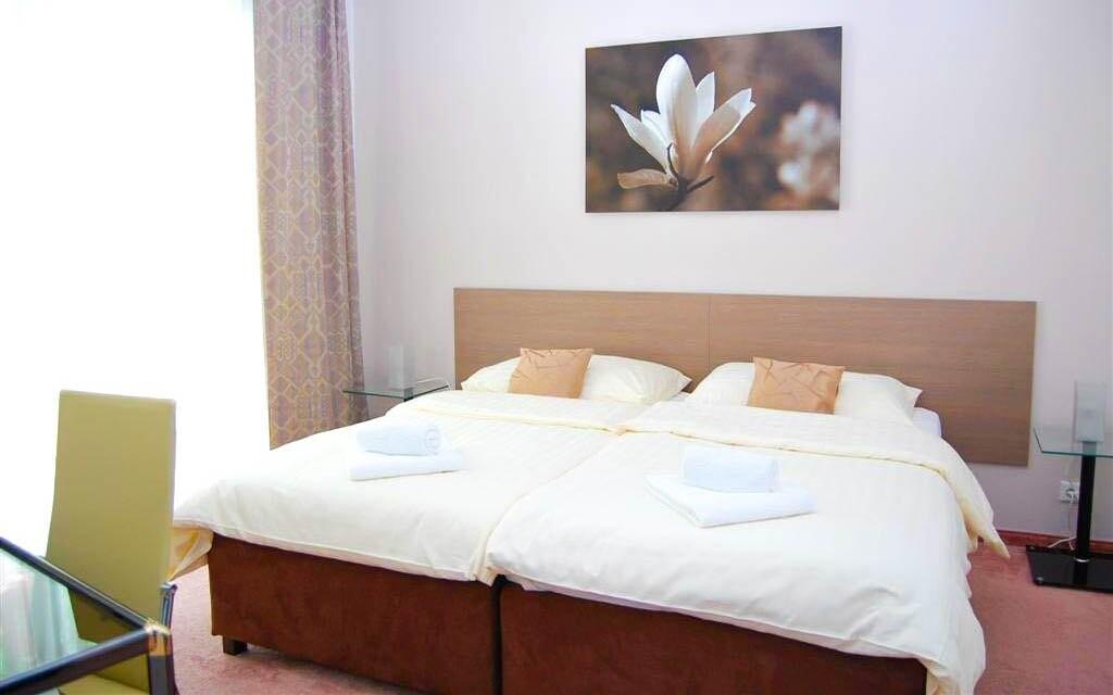 V pokoji na vás čekají královské postele