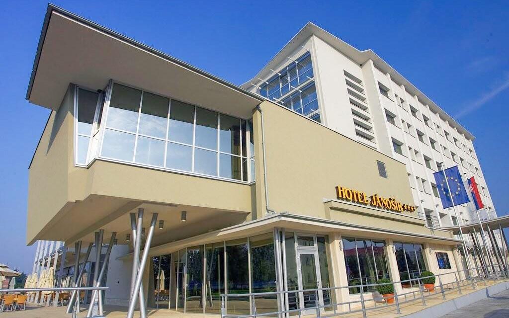 Nechte se hýčkat v hotelu Jánošík **** v centru města Liptov