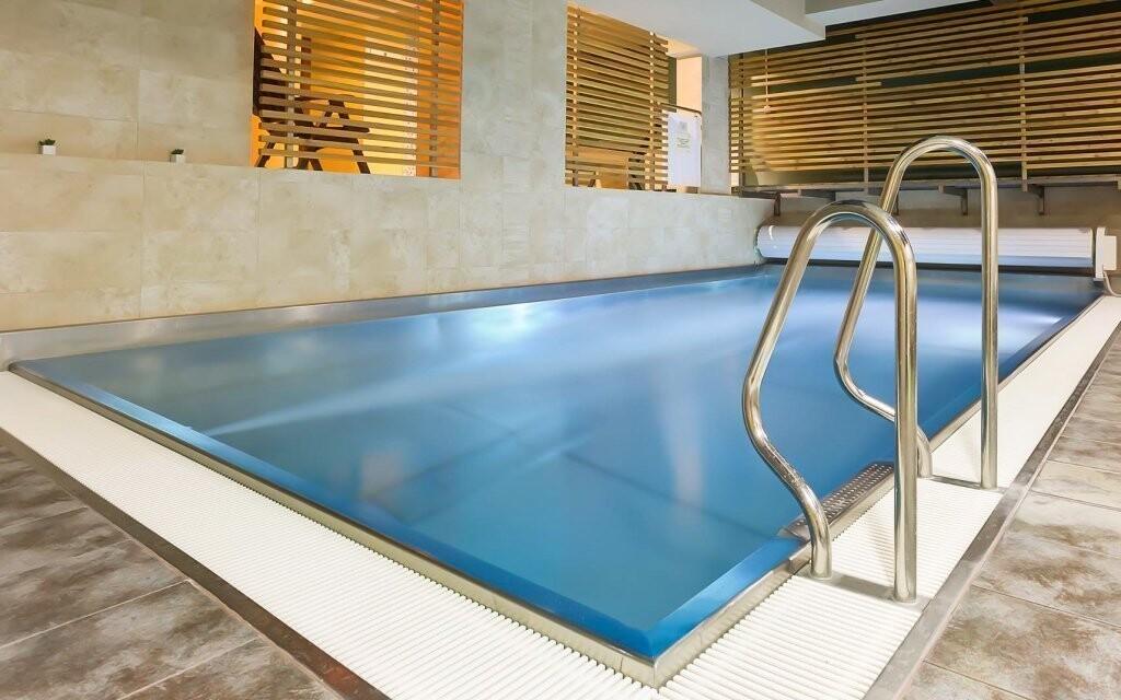 Odpočiňte si v tomto nádherném bazénu