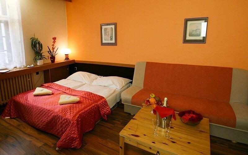 Pokoje mají možnost přistýlky a jsou komfortně zařízené